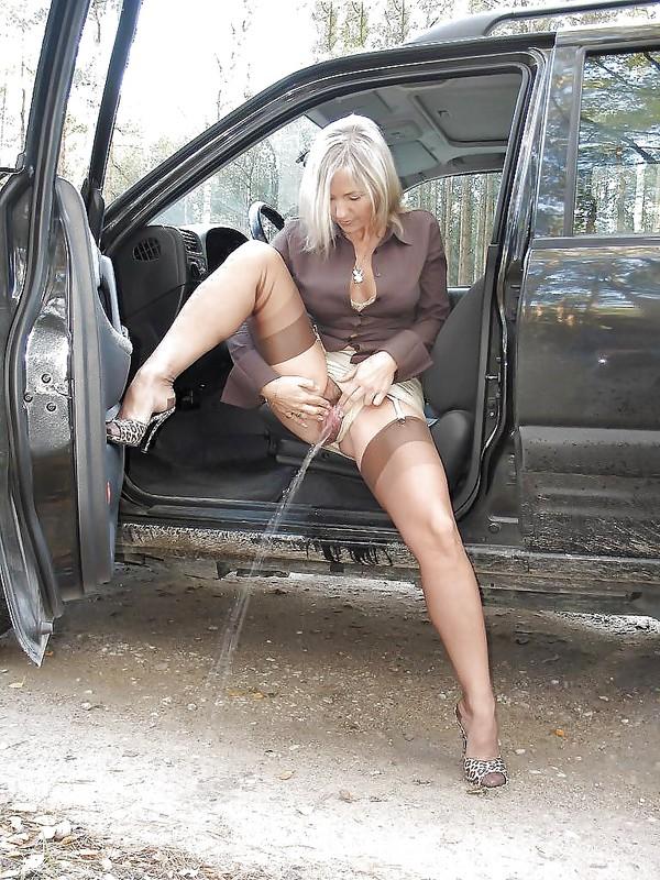 salope blonde en chaleur maillot de pute